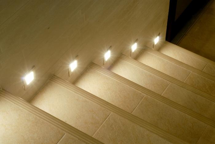 Умная подсветка лестницы